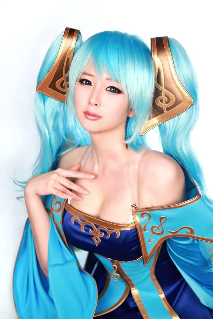 League of Legends Sona cosplay by Spiral Cats